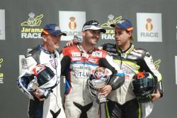 Con los otros pilotos en el podium